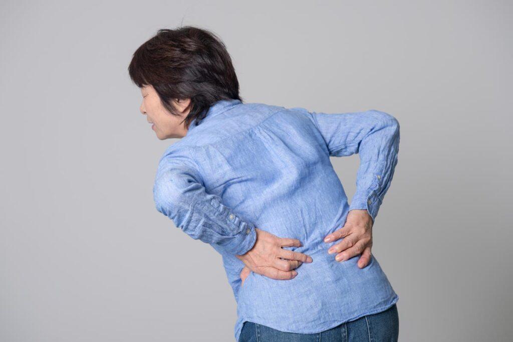 【腰痛の原因って何なの?女性に多い厄介な反り腰について解説!】
